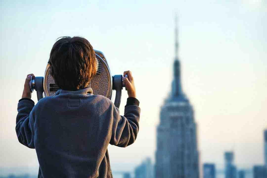 Quelle est la différence entre observation participante et observation non participante ?