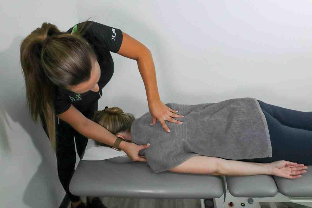 Comment se passe une séance de kiné pour le mal de dos ?